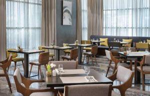 مطعم سفن , أطباق بحرية فريدة غنية كل اسبوع  بفندق كورت يارد الرياض