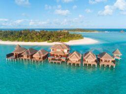 تنعّم بتجربة فاخرة بين رحاب أنانتارا ديجو وأنانتارا فيلي جزر المالديف