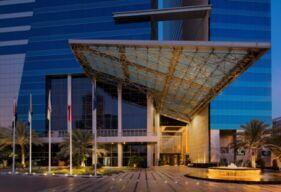 فندق ذا إتش دبي يطلق قائمة غداء عمل مميزة