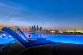 فندق ديوكس النخلة دبي يكشف عن باقات عيد الحب الفاخرة